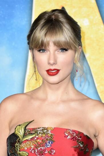 Taylor Swift in Oscar de la Renta Resort 2020-5