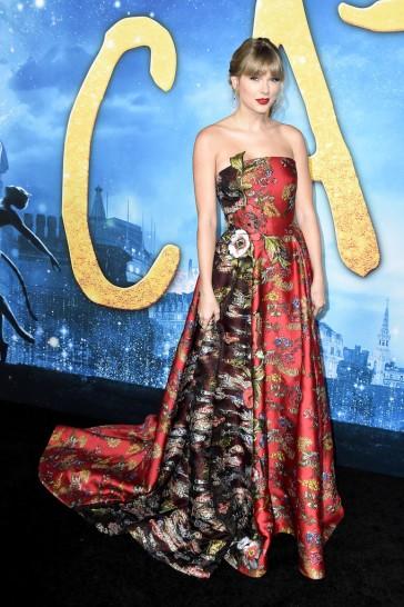 Taylor Swift in Oscar de la Renta Resort 2020-6