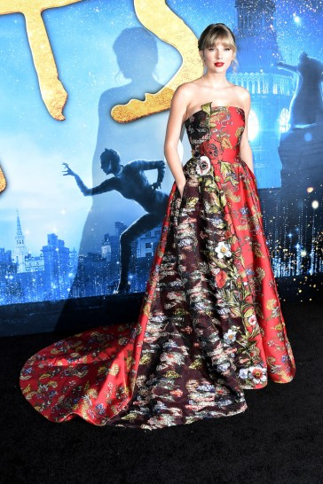 Taylor Swift in Oscar de la Renta Resort 2020-7
