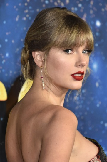 Taylor Swift in Oscar de la Renta Resort 2020-8