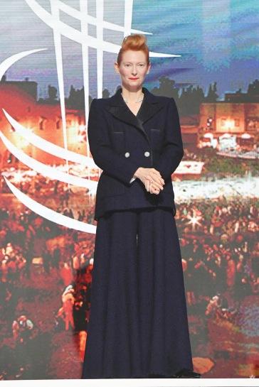 Tilda Swinton in Chanel Fall 2019 Couture-7