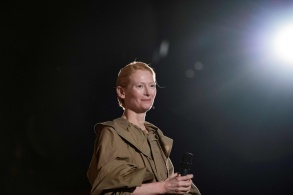 Tilda Swinton in Loewe Spring 2020-7