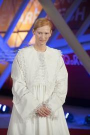 Tilda Swinton in Loewe Spring 2020-8
