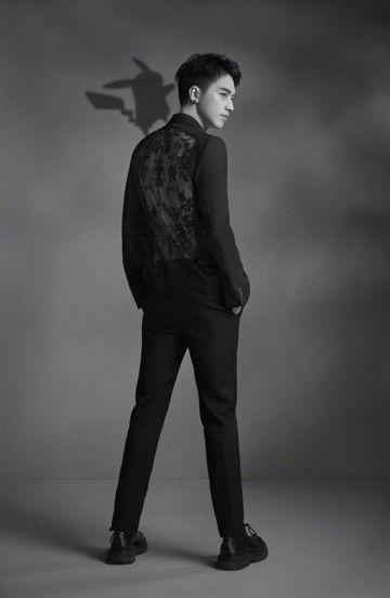 Xu Wei Zhou in Alexander McQueen Spring 2020 Menswear-1
