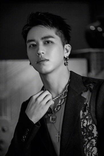 Xu Wei Zhou in Alexander McQueen Spring 2020 Menswear-2