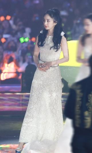 Yang Mi in Chanel Resort 2020-4