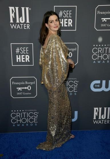 Anne Hathaway in Atelier Versace-4