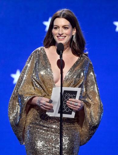 Anne Hathaway in Atelier Versace-7