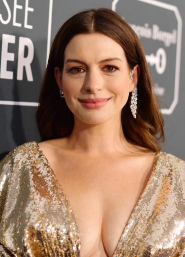 Anne Hathaway in Atelier Versace