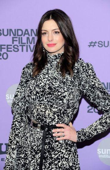 Anne Hathaway in Michael Kors Pre-Fall 2020-4