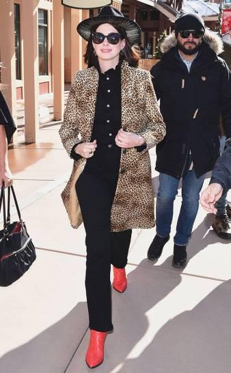 Anne Hathaway in Nili Lotan-2