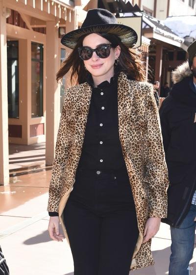Anne Hathaway in Nili Lotan-3