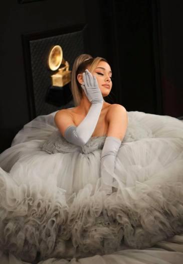 Ariana Grande in Giambattista Valli -4
