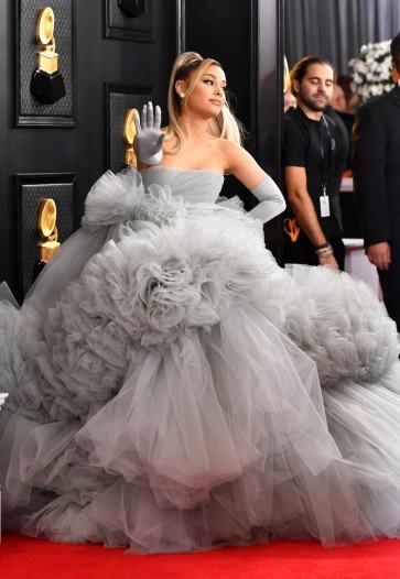 Ariana Grande in Giambattista Valli -5