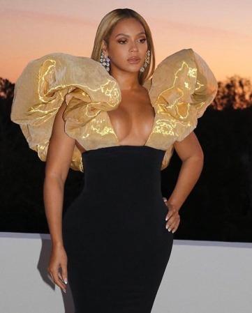 Beyonce in Schiaparelli-1