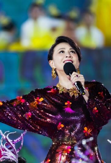 Carina Lau in Versace Spring 2020-11