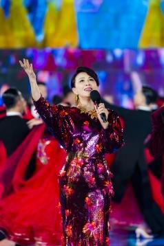 Carina Lau in Versace Spring 2020-7