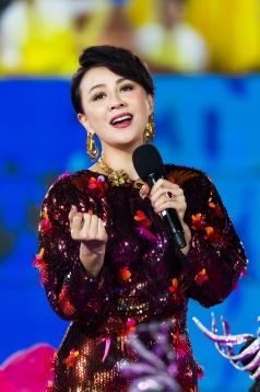 Carina Lau in Versace Spring 2020-8