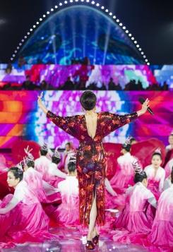 Carina Lau in Versace Spring 2020-9