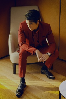 Eddie Peng in Berluti Fall 2020 Menswear-5