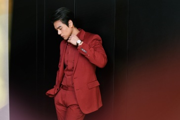 Eddie Peng in Berluti Fall 2020 Menswear-7