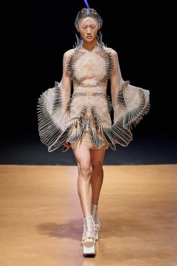 Iris van Herpen Spring 2020 Couture Look 13