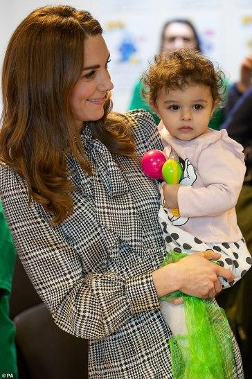 Kate Middleton in ZARA-9