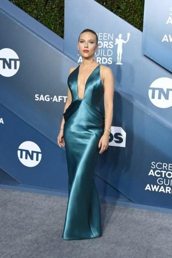 Scarlett Johansson in Armani Prive-5