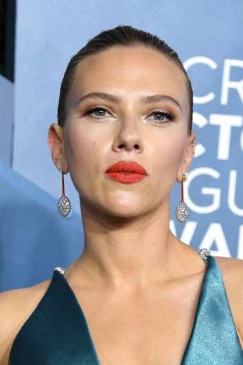Scarlett Johansson in Armani Prive-8