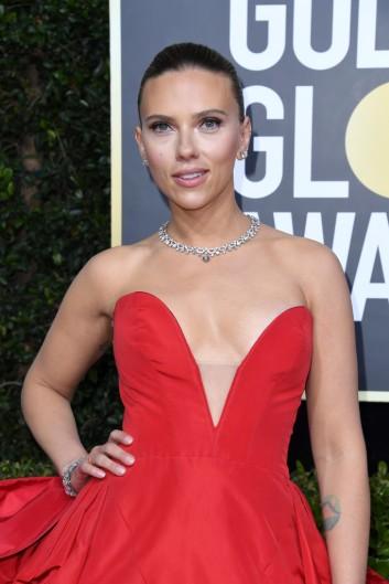 Scarlett Johansson in Vera Wang-3