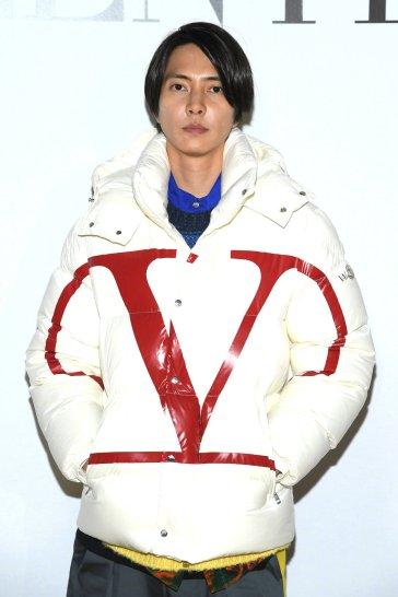 Tomohisa Yamashita in Valentino Spring 2020 Menswear-6