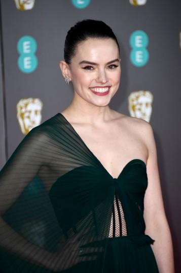 Daisy Ridley in Oscar de la Renta-2