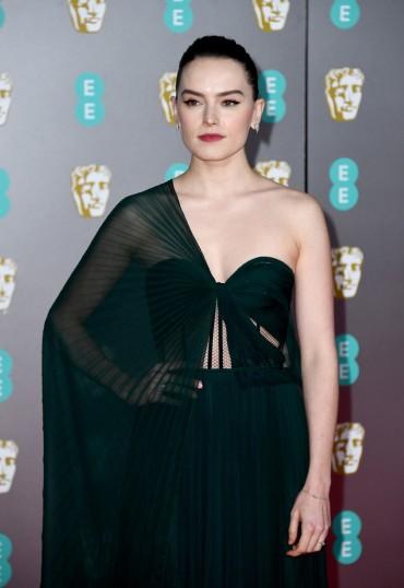 Daisy Ridley in Oscar de la Renta-4