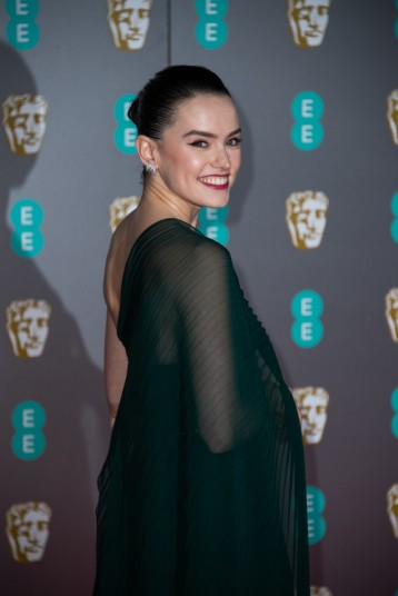Daisy Ridley in Oscar de la Renta-5