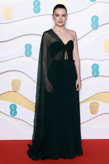 Daisy Ridley in Oscar de la Renta-6