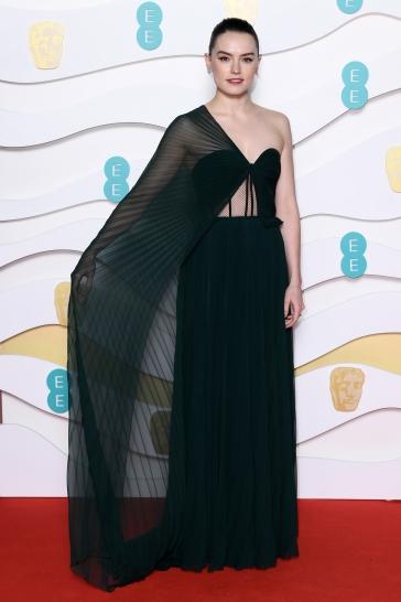 Daisy Ridley in Oscar de la Renta-7