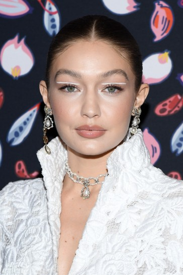 Gigi Hadid in Chanel Spring 2020 Couture-2