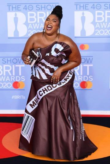 Lizzo in Moschino Fall 2014-4