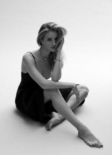 Rosie Huntington-Whiteley for Harper's Bazaar Australia March 2020-8