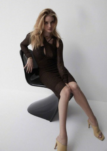 Rosie Huntington-Whiteley for Harper's Bazaar Australia March 2020-9