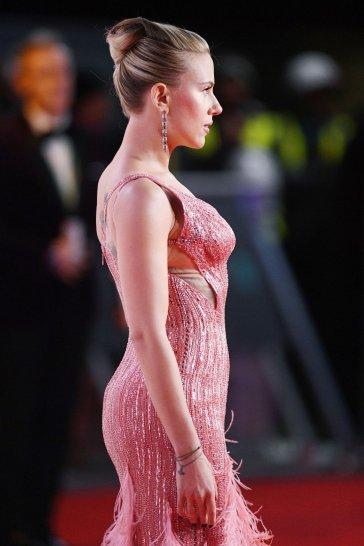 Scarlett Johansson in Atelier Versace-6