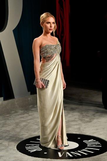 Scarlett Johansson inOscar de la Renta-10