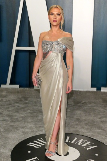 Scarlett Johansson inOscar de la Renta-3