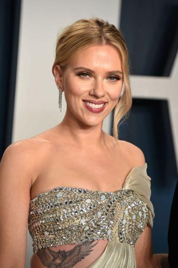 Scarlett Johansson inOscar de la Renta-4