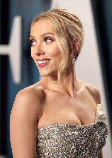 Scarlett Johansson inOscar de la Renta-5