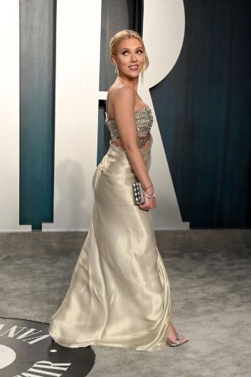 Scarlett Johansson inOscar de la Renta-6