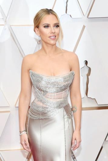 Scarlett Johansson in Oscar de la Renta-6