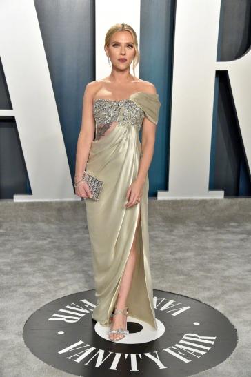 Scarlett Johansson inOscar de la Renta-7