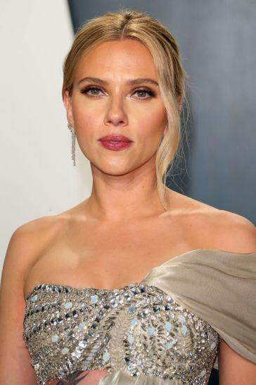Scarlett Johansson inOscar de la Renta-9