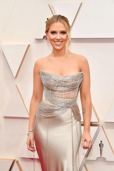 Scarlett Johansson in Oscar de la Renta-9